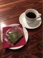 苔を意識?抹茶のパウンドケーキとお飲み物