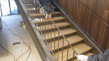 階段踏板取付